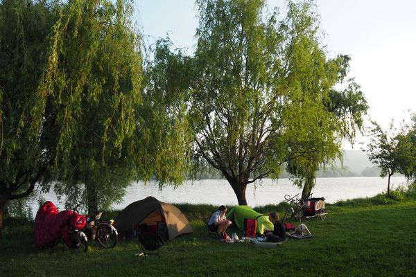 Camping an der Donau mit Simone