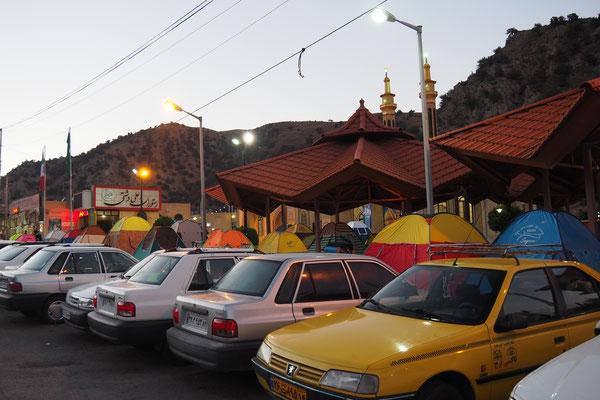 Iraner Zelten gerne und das auf Rastplätzen!