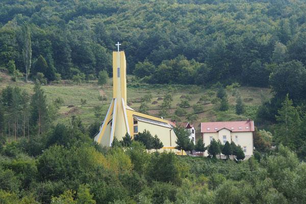 eine Kirche, keinen 2km entfernt - Alles in 12 Taschen - Radreise