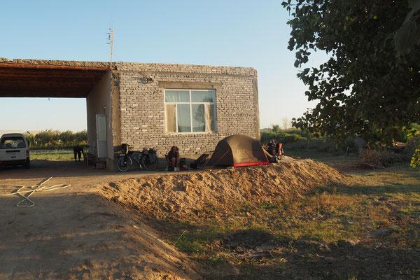 """Erster """"Campingplatz"""" in Usbekistan."""