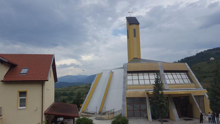 """Eine """"wunderschöne"""" Dorf-Kirche - Alles in 12 Taschen Radreise"""