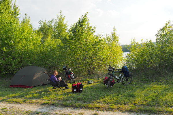 Zeltplatz zwischen Deich und Donau