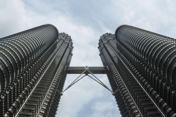 Die Petronas Twin Towers, das Wahrzeichen der Stadt - Radreise/Cycletouring - Alles in 12 Taschen