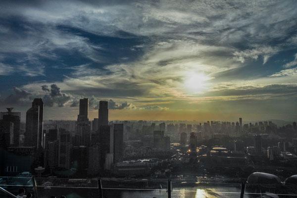 Sonnenuntergang über Singapur - Alles in 12 Taschen - Cycletouring/Radreise