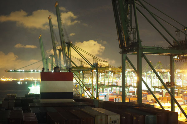 Singapur Container Terminal at night - Cycletouring/Radreise