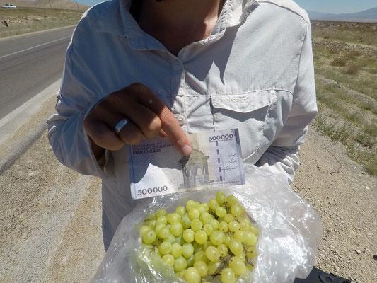 Weintrauben und Geld.... (ablehnen war unmöglich)