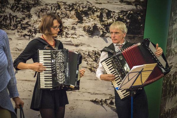 Ramona Kozma und Harald Kießlich begleiten den Abend musikalisch