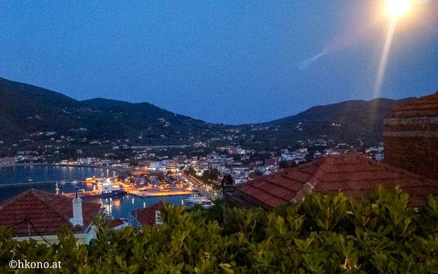 """Die Taverne """"Anatoli"""" mit Blick auf den Hafen ist ein absolutes must. Mit etwas Glück gibts live music."""