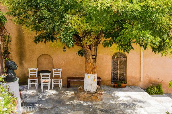 Ein Schattiger Platz in Ano Syros