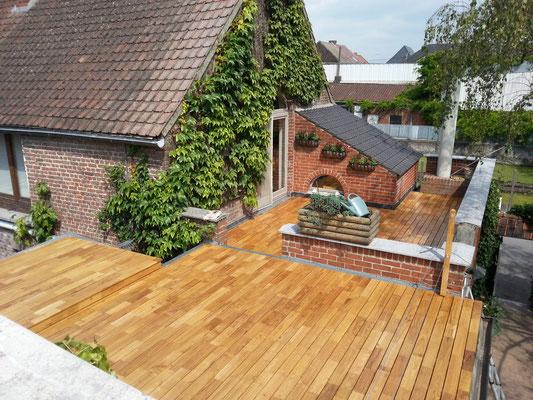 plancher en robinier sur différents niveaux de toits plats