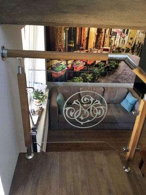 Ограждения со стеклом в частном доме