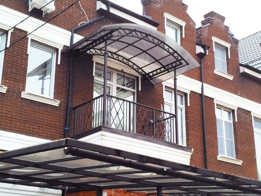 Ограждение балкона и козырек
