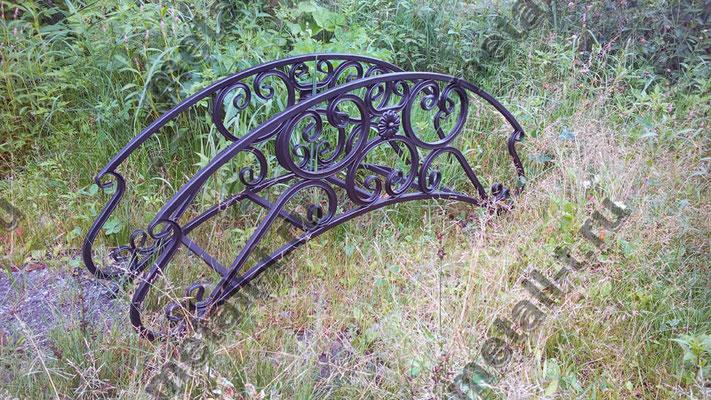Декоративный металлический мостик. Элемент ландшафтного дизайна