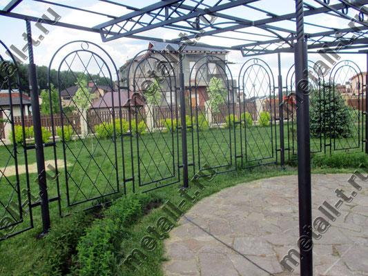 Металлическая садовая пергола