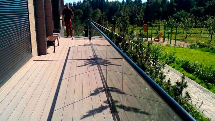 Стеклянные ограждения террасы