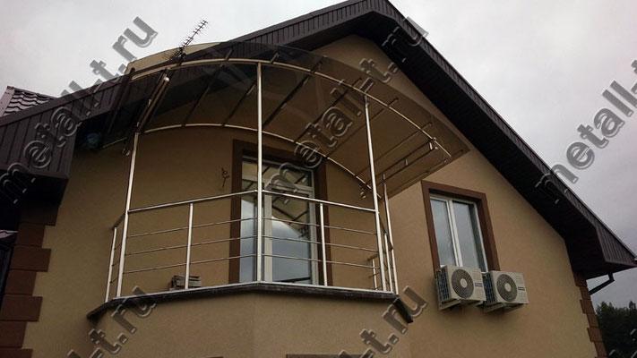 Козырек из нержавейки над балконом частного дома
