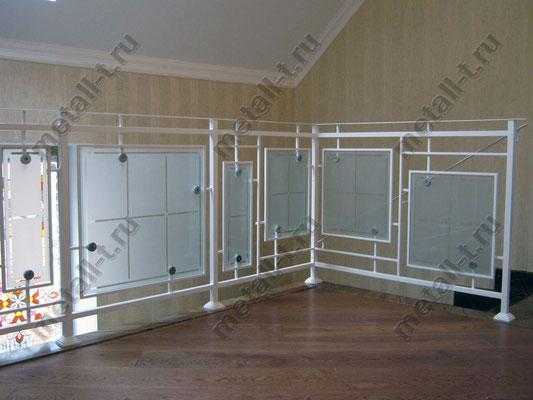 Белые ограждения со стеклом