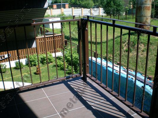 Ограждение балкона на болтовом соединении