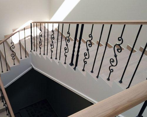 Лестничные ограждения с деревянным поручнем