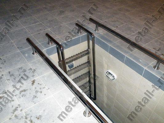 Техническая лестница в смотровую яму гаража