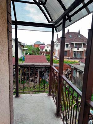 Навес над балконом