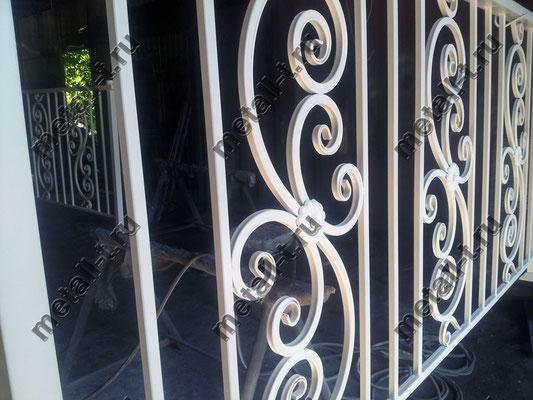 Белое балконное ограждение