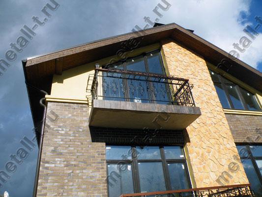 Балконное ограждение с цветочницей