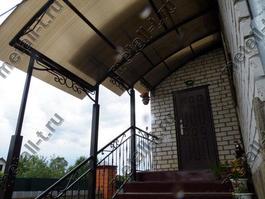 Каскадный козырек над лестницей