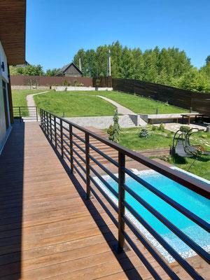 Ограждение террасы загородного дома