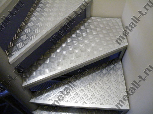 Ступени с отделкой алюминиевым листом