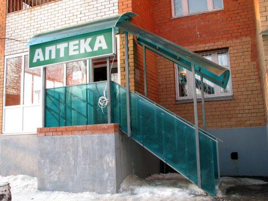 Козырек над входом в магазин