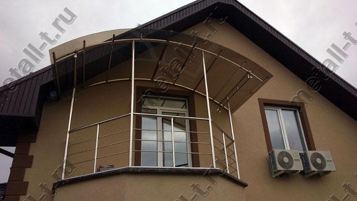 Козырек из нержавеющей стали над балконом