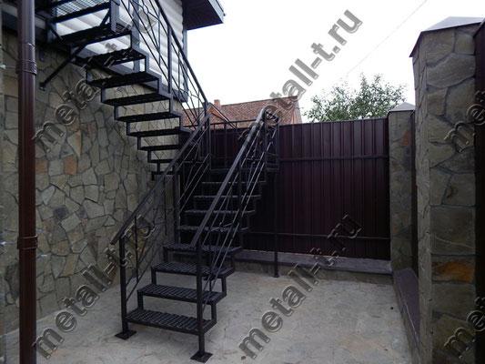 Лестница фасадная металлическая