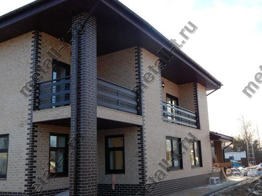 Ограждения балкона с деревянными вставками