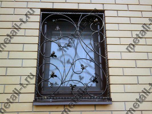 Сварная оконная решетка со штампованными листочками