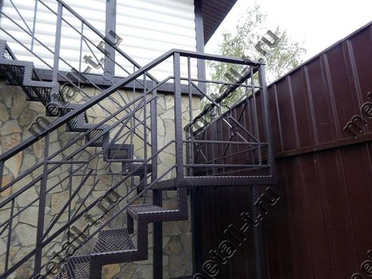 Лестница из металла в дом
