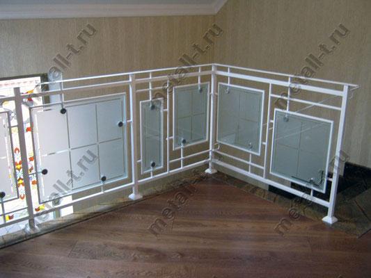 Металлические перила со стеклом