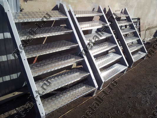 """Лестницы со ступенями из алюминиевого листа """"Квинтет"""""""