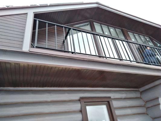 Ограждение балкона для коттеджа