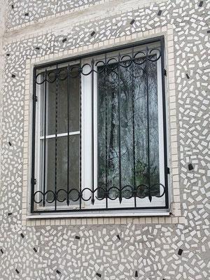 Кованая решетка с пиками
