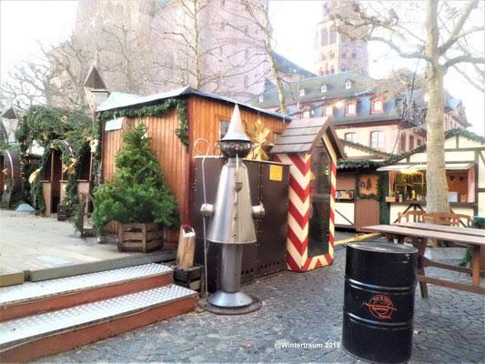 Eingang zum Weihnachtsdorf im Weihnachtsmarkt
