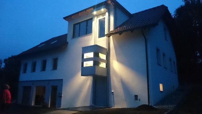 Homelift Kabinenlift QuattroPorte Mittelhaltestelle