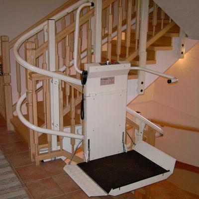 Schiene wird ideal an Treppe angepasst