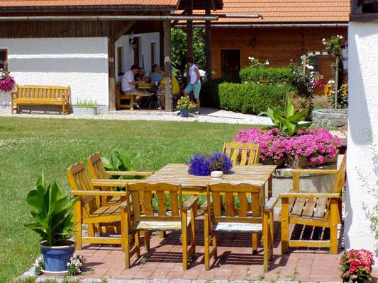 Seminarhaus Attenhausen Garten und Terrasse