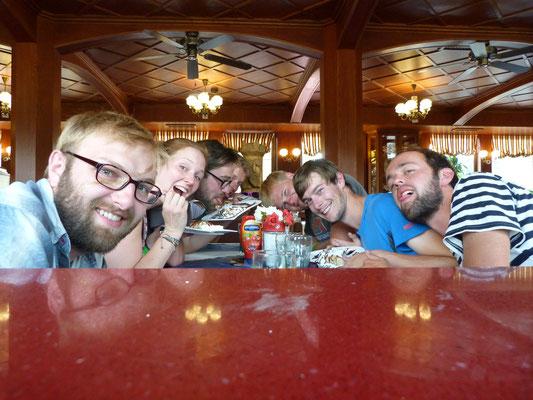 Feines Dinieren auf nem Prager Flussdampfer 2015
