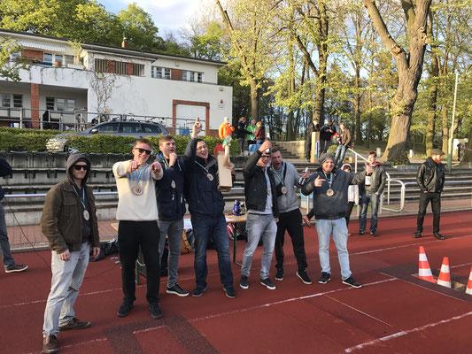 Kubb'Ings siegen vor Tschepetto & sini Kubbcrew und Roger Fischer. Herzlichen Glückflunsch!