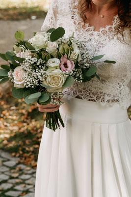 Romantischer Brautstrauß mit Eukalyptus