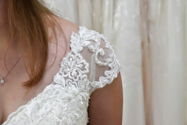 Ärmel für trägerloses Kleid kreiert