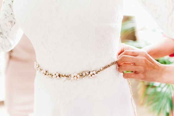 Romantischer Brautgürtel handgefertigt mit Süßwasserperlen und Swarovski Elements