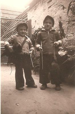 Ulrich und Joachim Fenger als Jagdhelfer bei ihrem Onkel Edgar Betzer